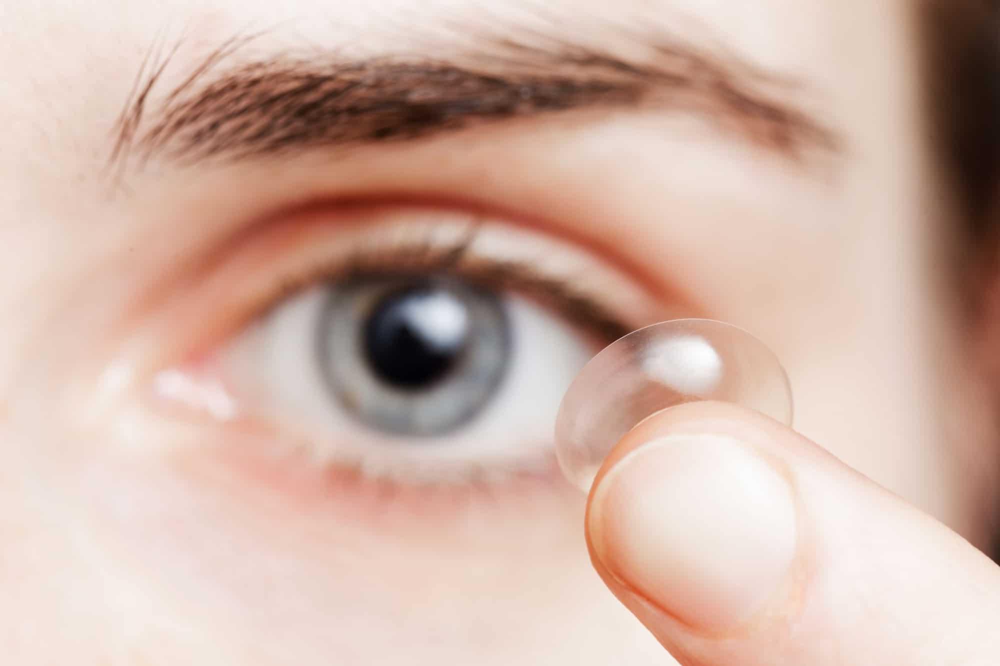 ההבדלים בין עדשות מגע רכות לעדשות מגע קשות - אופטיקה יפעת אופטומטריסטית מוסמכת