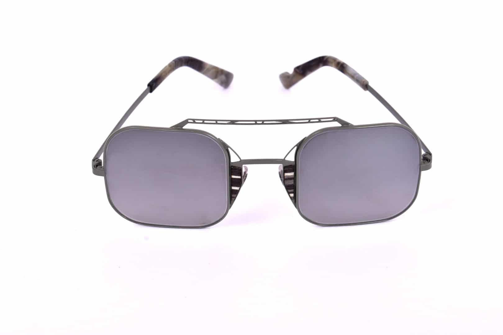 משקפי שמש לגברים - אופטיקה יפעת, אופטיקאית מוסמכת